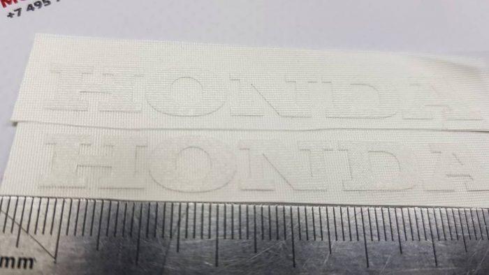 Две маленькие надписи Honda