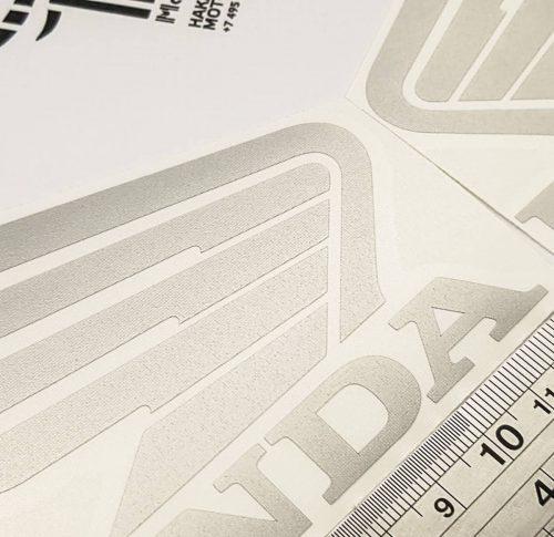 Наклейка крылья Honda 12см