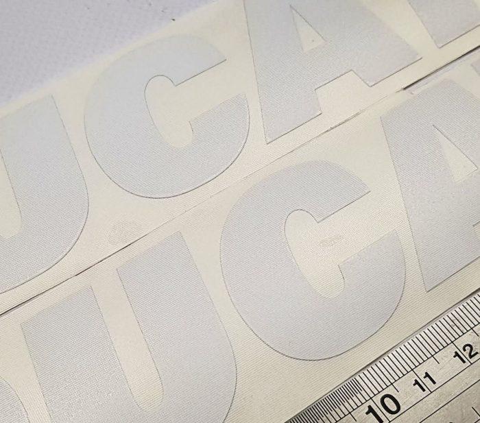 Наклейка белая надпись Ducati 22см