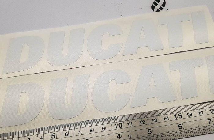 Наклейка белая надпись Ducati 20см
