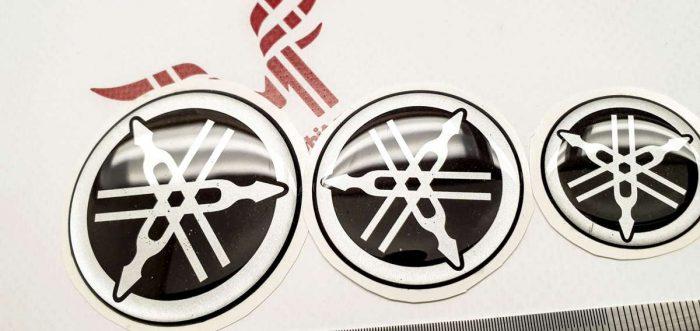 Объёмные наклейки логотипы Yamaha на бак