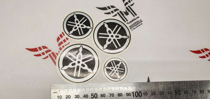 Набор серебристый логотипов Yamaha на бак